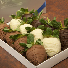 Gift Box of 12 Extra Large Strawberries